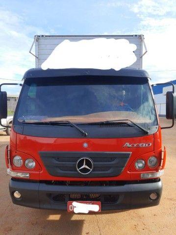 Caminhão Mercedes-Benz accelo 815