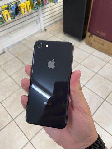 iPhone 8 64gb preto com garantia // aproveite  - Foto 3