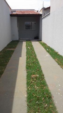 Alugo edícula (semi nova) com 1 quarto, 704 sul centro, colado com a Avenida Palmas Brasil