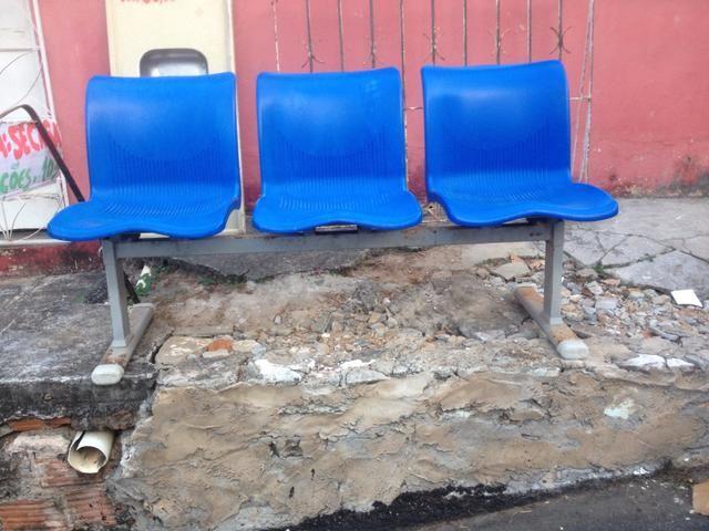 Cadeira longarina 3 assentos