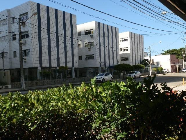 Apartamento Amplo Bairro de Petrópolis (Melhor Custo X Benefício)