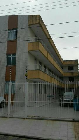 Apartamento - kitinet com 1/4 suíte - no Ponto Novo