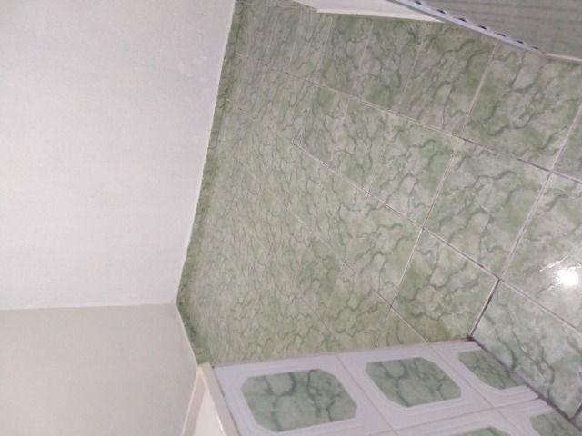 Um quarto com um banheiro - Foto 13