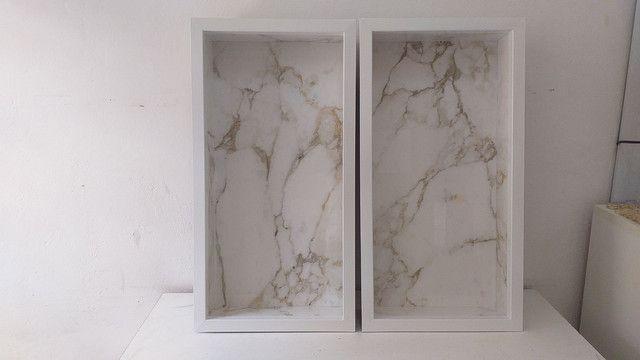 Nicho de banheiro feito em porcelanato com borda em alumínio  - Foto 4