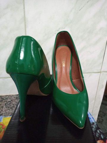 Scarpin verde bandeira - Foto 2