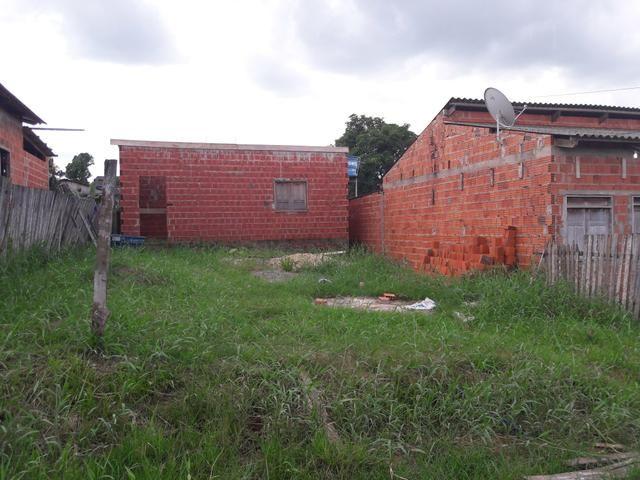 Vendo terreno com uma construção quase pronts