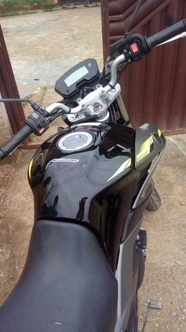 Vendo moto fazer 250 valor 9.500 ou troco por carro2014 pra frete