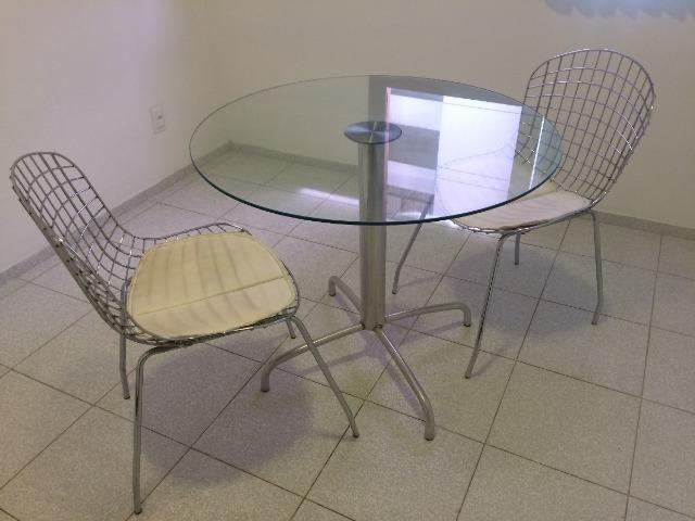 Conjunto Mesa Vidro Redonda + 2 Cadeiras Em Aço