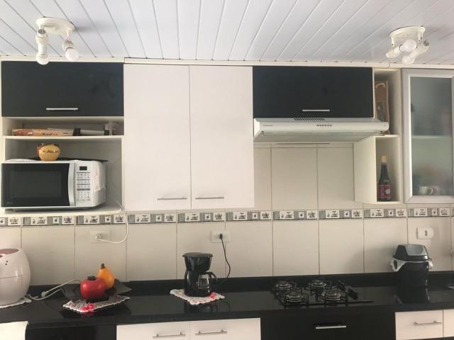 Cozinha Completa com Armários e Granitos.