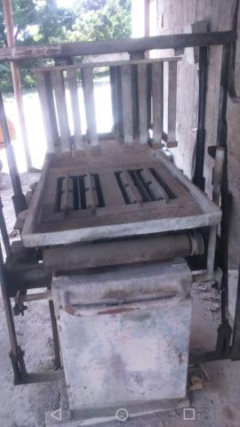 Maquina Menegotti Mbm3 de fabricar blocos e piso de concreto