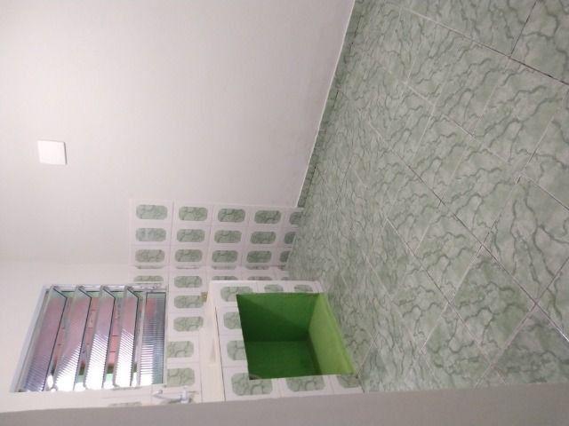 Um quarto com um banheiro - Foto 12