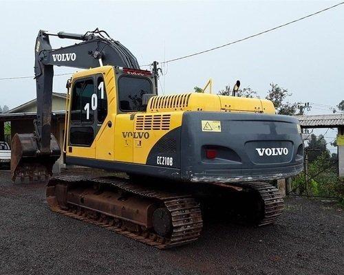 Escavadeira EC210B VOLVO (exigência de nome limpo) - Foto 2