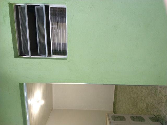 Um quarto com um banheiro - Foto 6