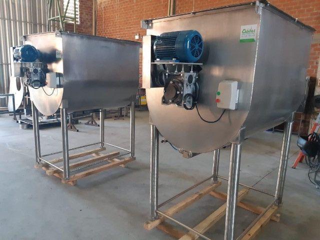 Misturador de ração  Inox  ou aço carbono 500 kg/ 1000kg / 1500kg/ 2000kg - Foto 2