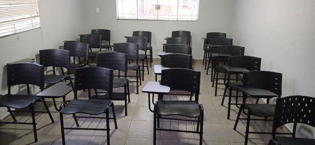 Cadeira universitária - R$ 150,00