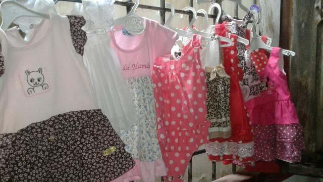 Lindo lote de vestidos de bebê?