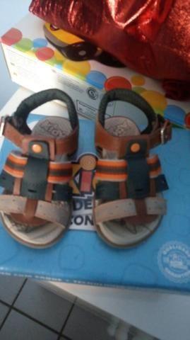 Sandalia bem conservada usado pouco meses troco tb em fralda