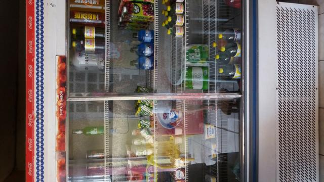 Vendo um balcao refrigerado 2 portas de correr - Foto 2