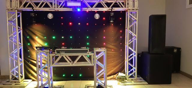 Festa com fotografia, DJ, som e iluminação