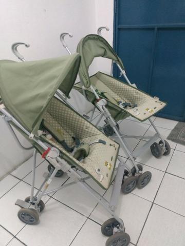 2 Carrinhos de bebê