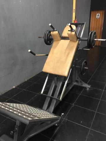 Academia - aparelhos para musculação