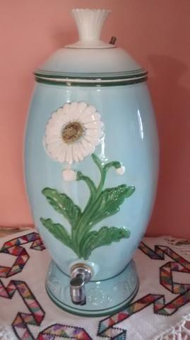 Filtro de água antigo de porcelana