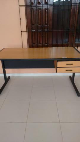Vendo essa linda mesa de escritório