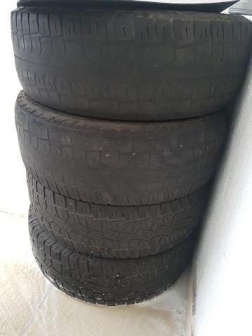 4 pneus (2 meia vida e 2 acompanhantes)