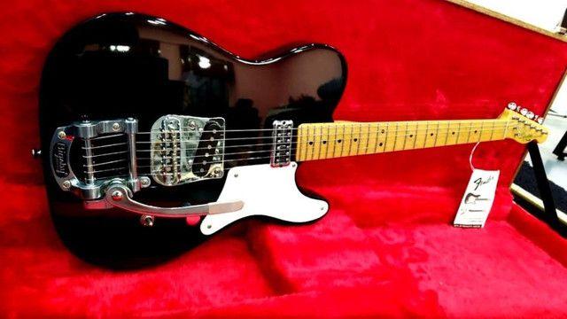 Guitarra Fender Squier Cabronita Custom Telecaster Bigsby No Precinho, de 5999 por 4999 - Foto 3