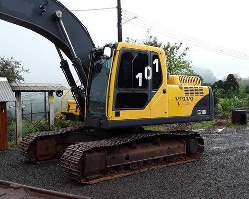 Escavadeira EC210B VOLVO (exigência de nome limpo)