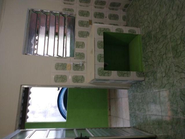 Um quarto com um banheiro - Foto 7