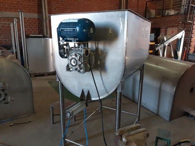 Misturador de ração  Inox  ou aço carbono 500 kg/ 1000kg / 1500kg/ 2000kg - Foto 3