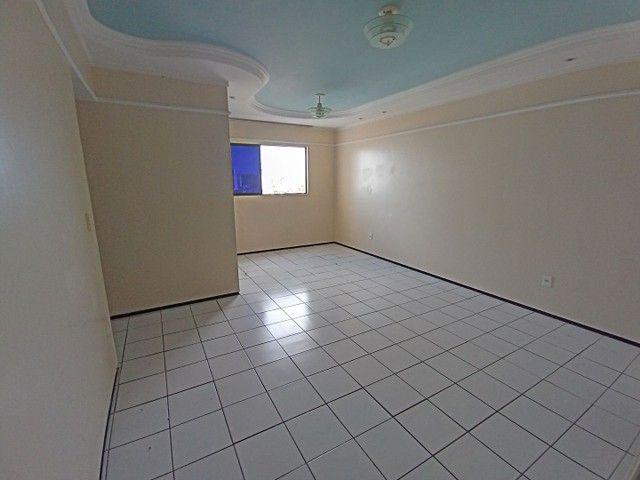 Apartamento com 3 quartos(01 suíte) na Pajuçara! Nascente, ventilado, confira!
