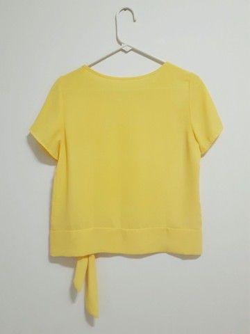 Blusa crepe manga curta amarela - Foto 2