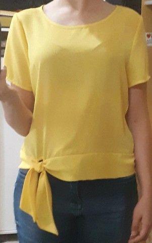 Blusa crepe manga curta amarela - Foto 3