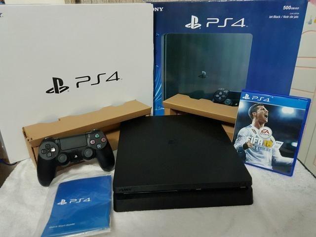 PS4 Semi novo com 2 jogos