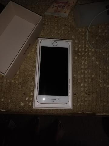 IPhone 8 na caixa