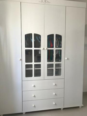 Guarda roupa branco conservado
