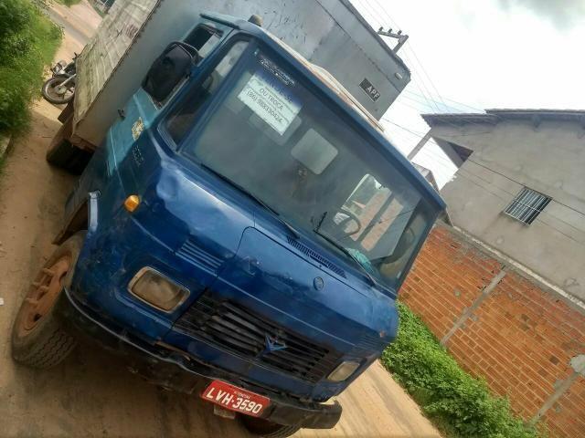 Vende-se ou troca caminhão baú