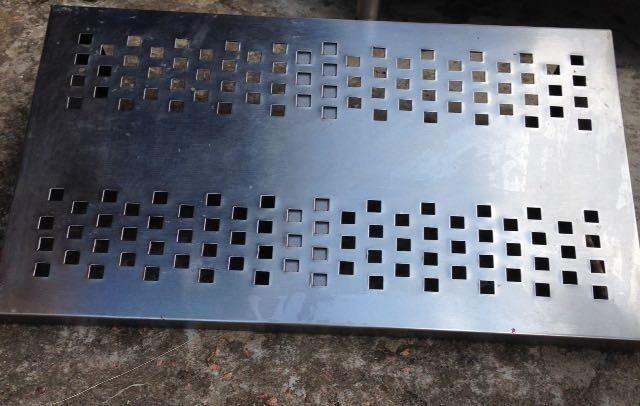 Prateleira perfurada - Dimensões: 2000x400mm