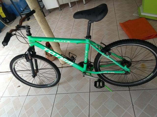 Vendo ou troco essa bicicleta em um violão elétrico