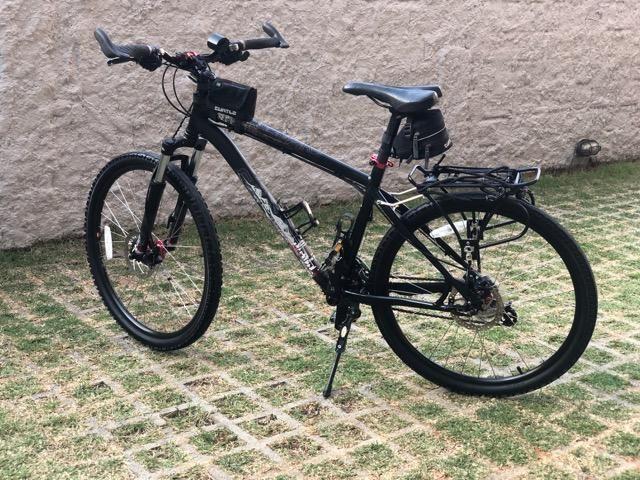 Bike Specialized Hardrock SE 21V Aro 26 com bagageiro (revisada)