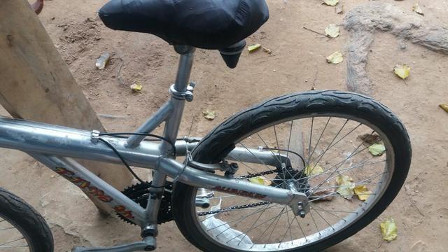 Vendo bicicleta de alumínio Caloi muito leve - Foto 3