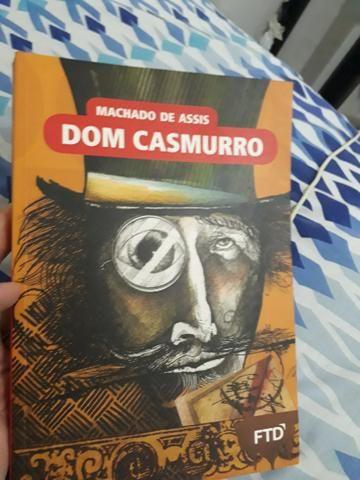 Vendo livro: Dom casmurro