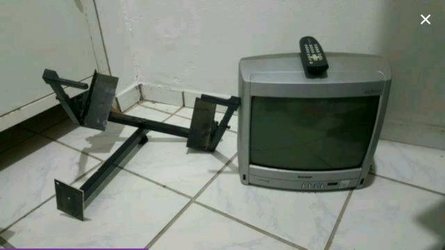 Tv 14' Polegadas Semp Thoshiba e companha suporte