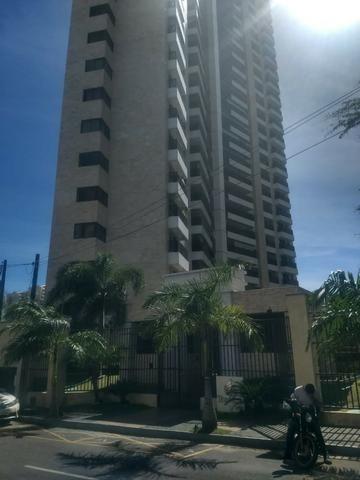 Excelente apartamento; 3 suites; Guararapes ; 3 vagas; 169,5 M² de área privativa; Lazer
