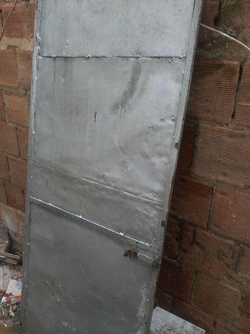 Portão de ferro todo fechado - Foto 3