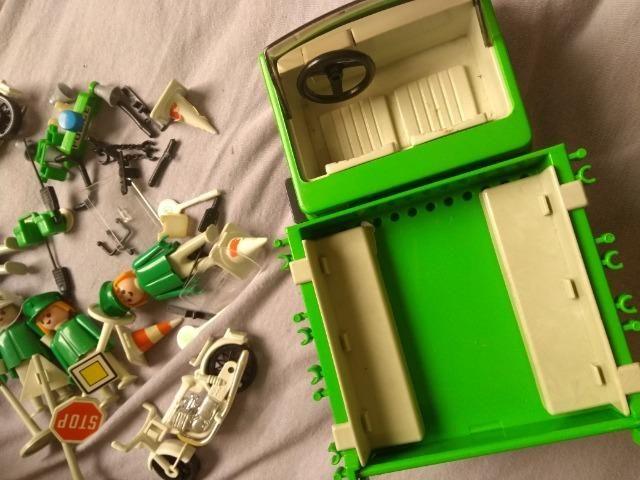Bonecos e Carro Playmobil Antigo Policia - Foto 2