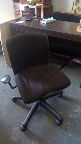Cadeira giratória com braço - Foto 2