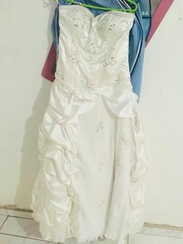 Vendo ou troco vestido de noiva